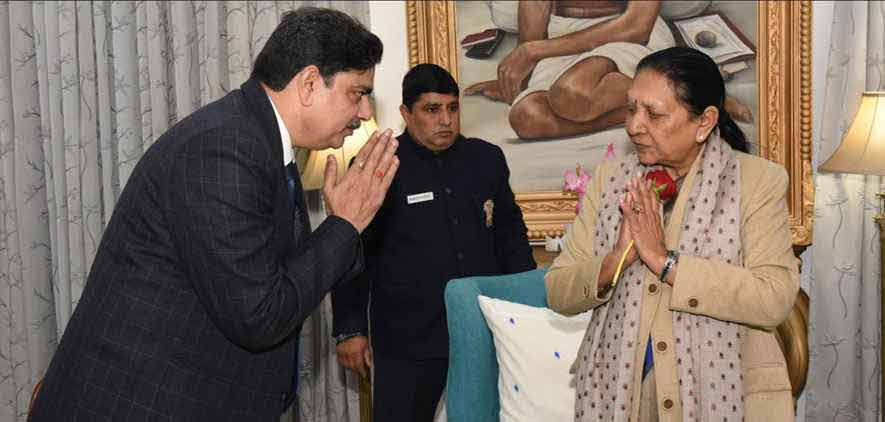 Vice Chancellor greeting Honourable Chancellor Smt. Anandiben Patel