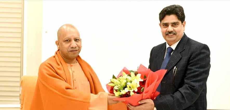 Vice-Chancellor greeting Honourable Chief Minister of Uttar Pradesh Sri. Yogi Aditya  Nath